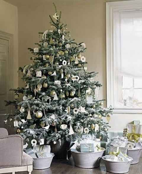 exciting-silver-and-white-christmas-tree-decorations-17